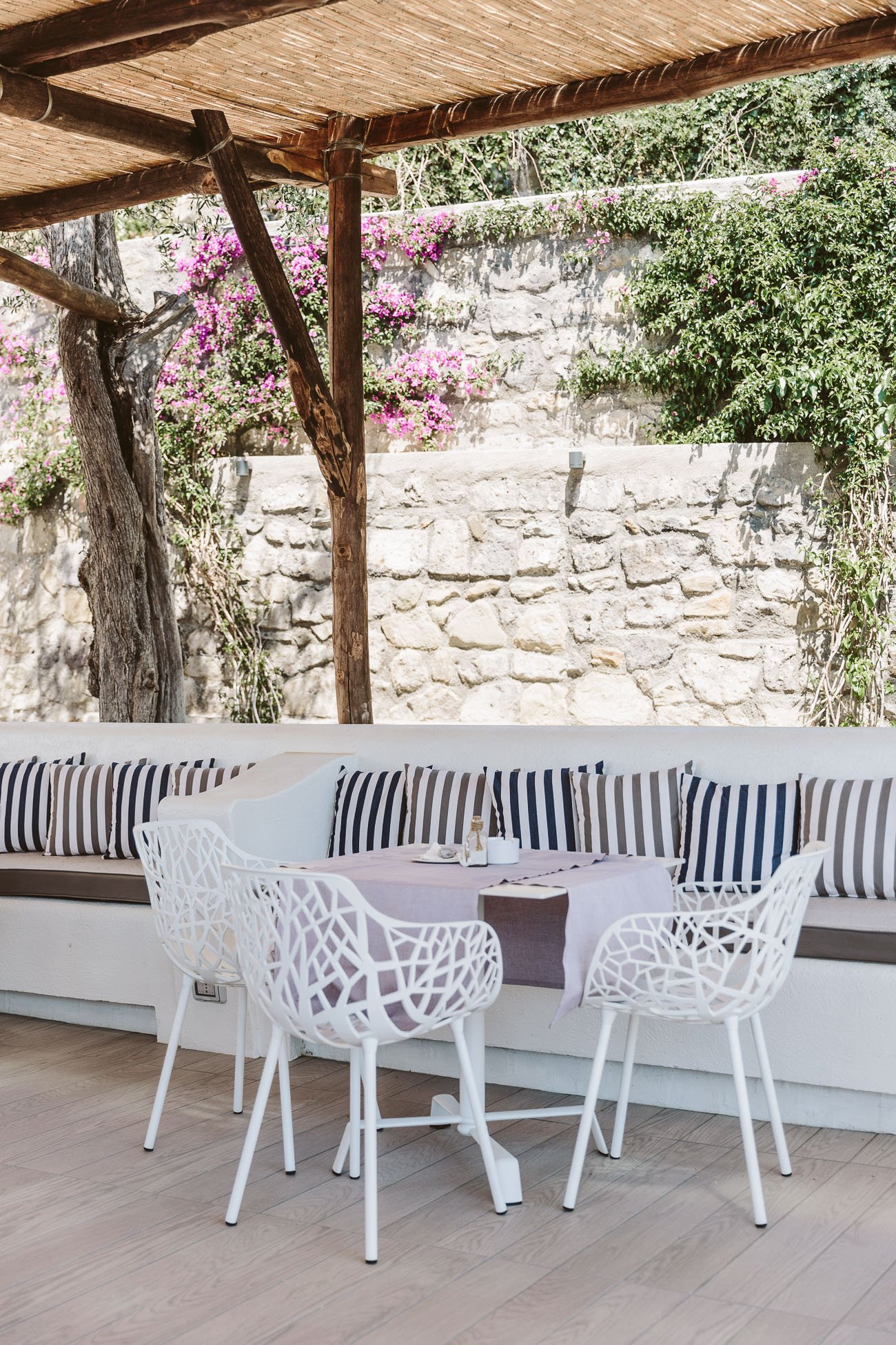 The pool bar at Art Hotel Villa Fiorella