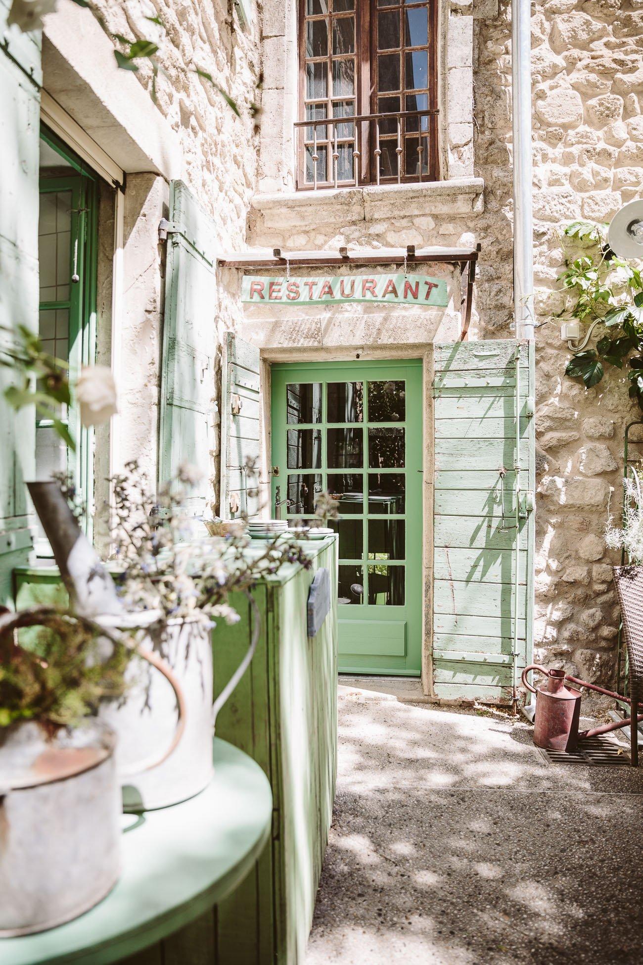 Le Petit Café in Oppède le Vieux