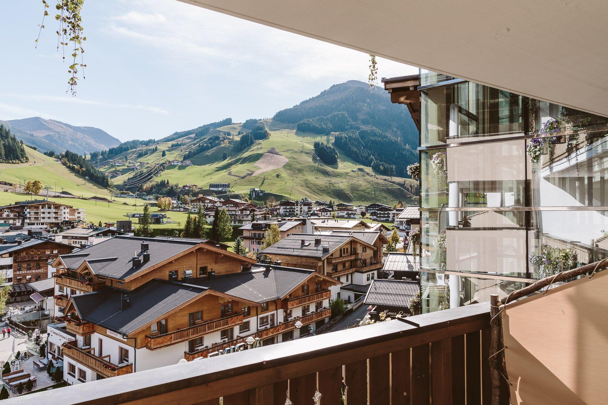 Blick vom Balkon des Alpine Palace Saalbach-Hinterglemm