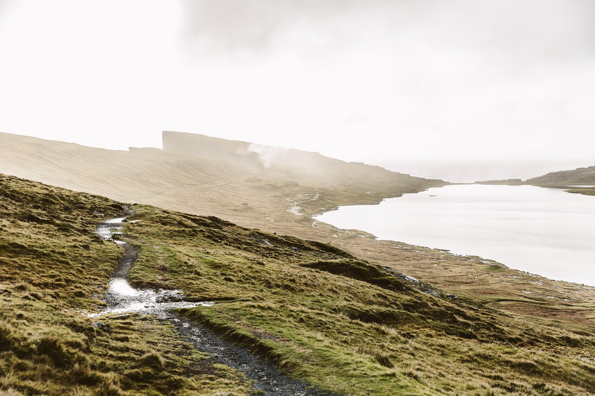Faroe Islands Hike: Where lake and ocean meet Sørvágsvatn & Trælanípa