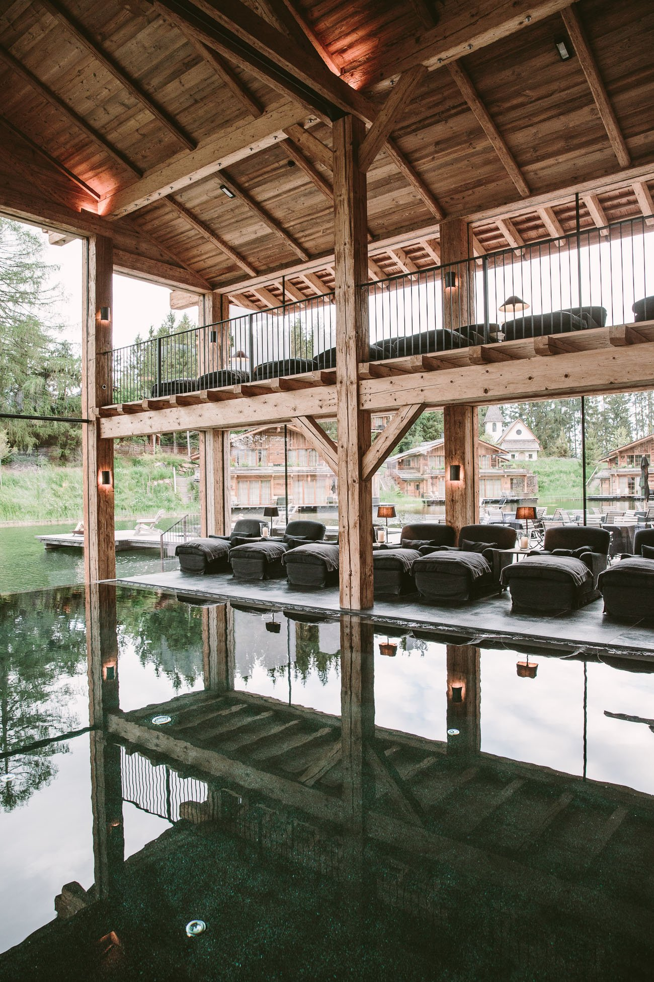 There's a small glass sliding door connecting the heated indoor with the heated outdoor infinity pool. So if you don't want to jump into the pond, you can also swim outside. The spa also features a huge fireplace and cozy lounge chairs - there's nothing to be missed here.