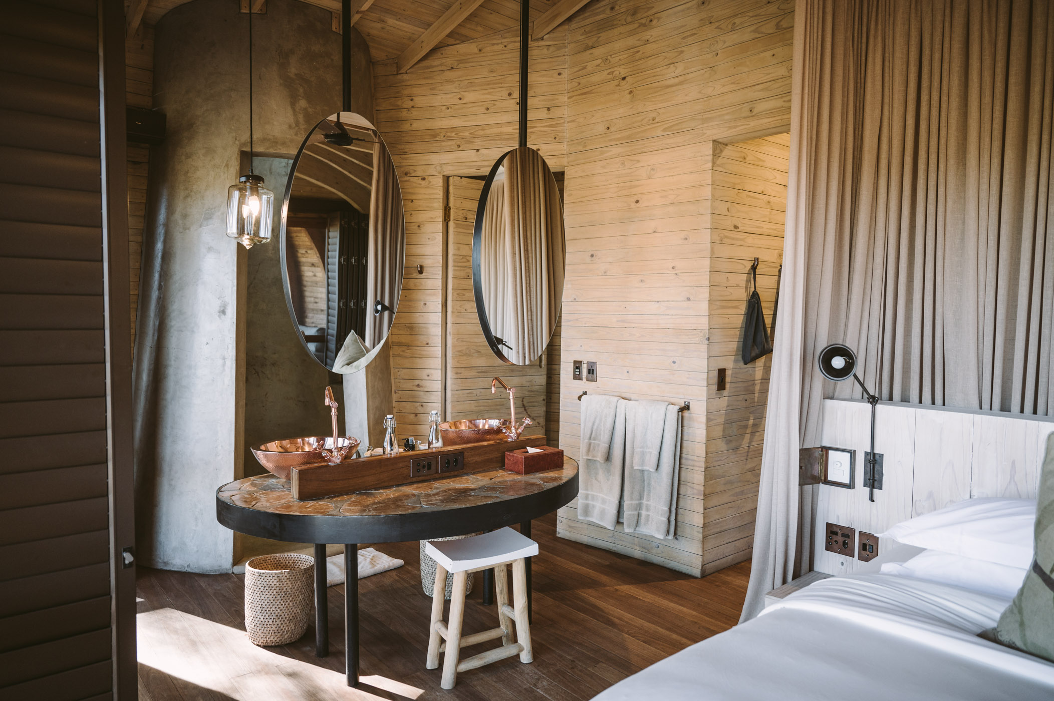 andBeyond Sandibe Okavango Delta Lodge en-suite bathroom