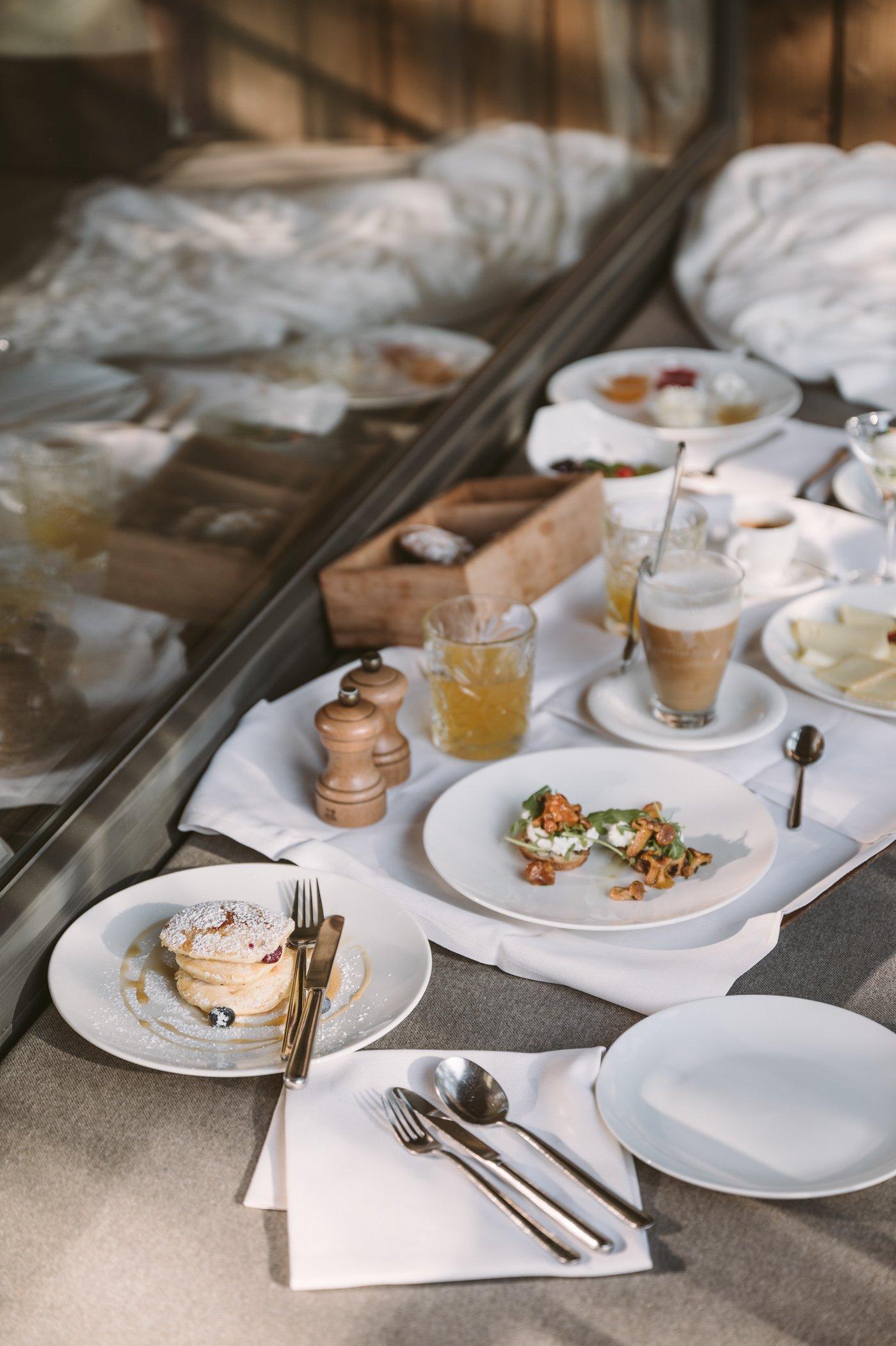 Room service breakfast at Hotel Saltus