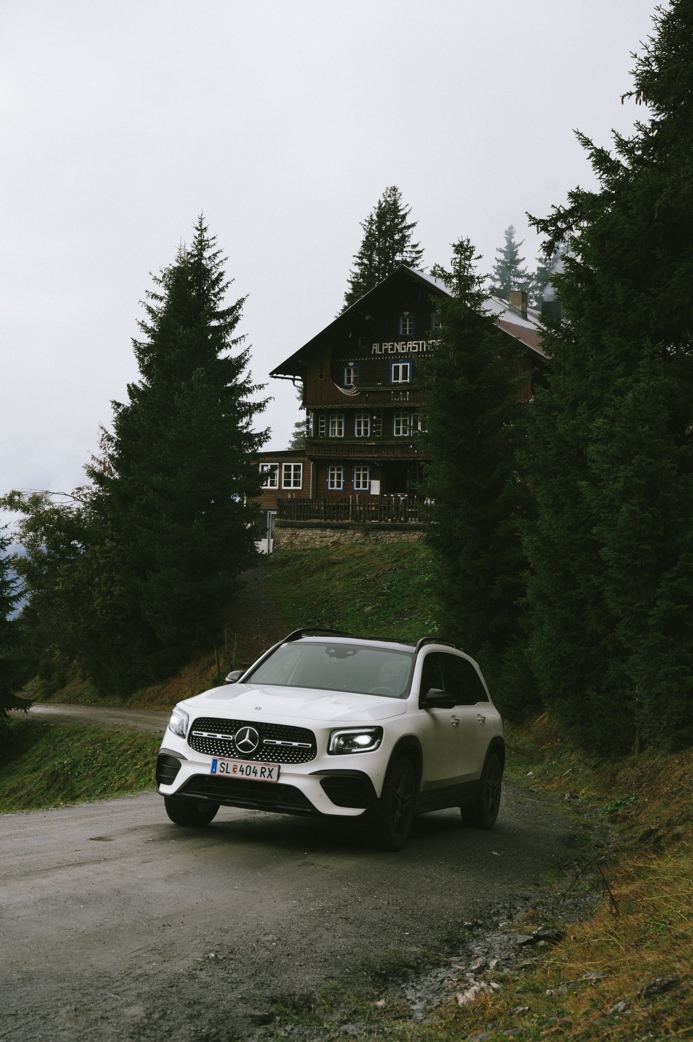 Female Travel Bloggers road trip with the new Mercedes GLB 250