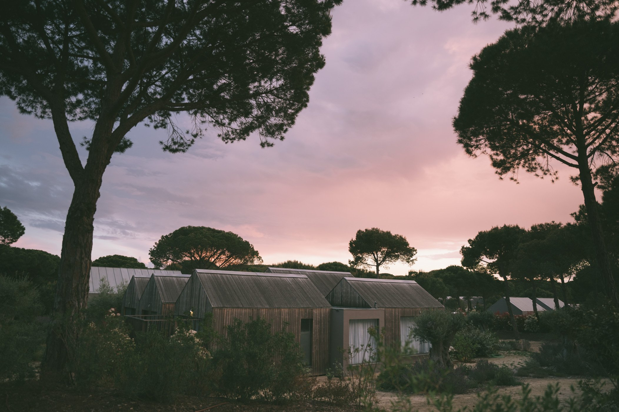 Sunset coolers the sky pink at Sublime Comporta
